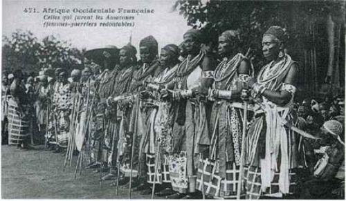 No antigo Reino de Dahomey, mulheres podiam ser soldados e mulheres mais velhas por vezes casavam com mulheres mais jovens.
