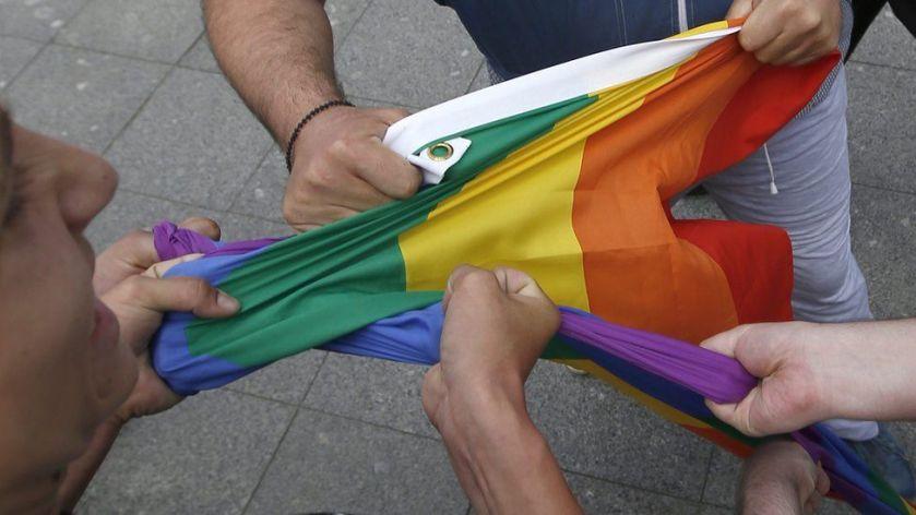 rainbow flag lgbt homofobia transfobia ONU