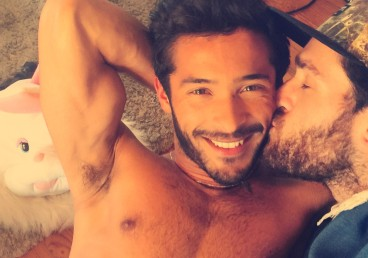 Lorenzo e Pedro ILGA sexy funny kitchen casal couple gay