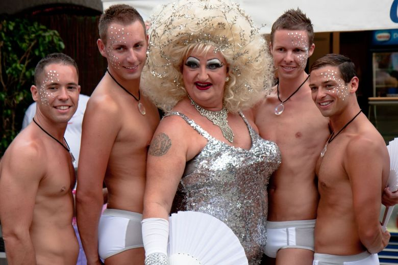 Pride-of-the-lesbian-gay-bisexual-and-transgender-People-in-the-streets-of-Sitges-Spain lgbt homofobia