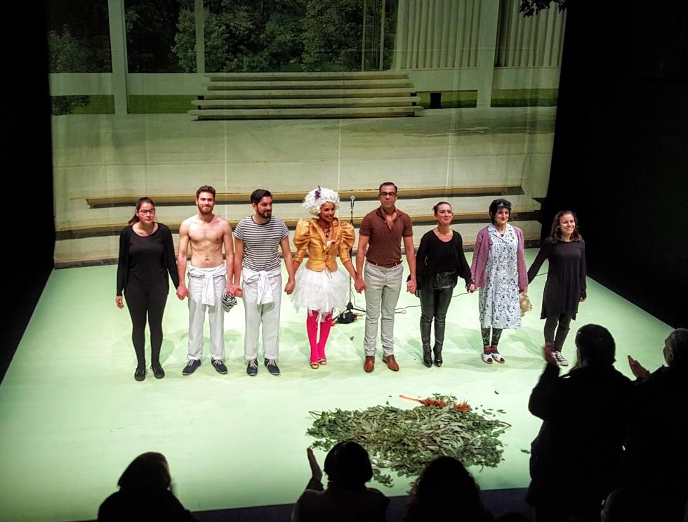 A Noite da Dona Luciana Teatro da Politécnica LGBT aplausos