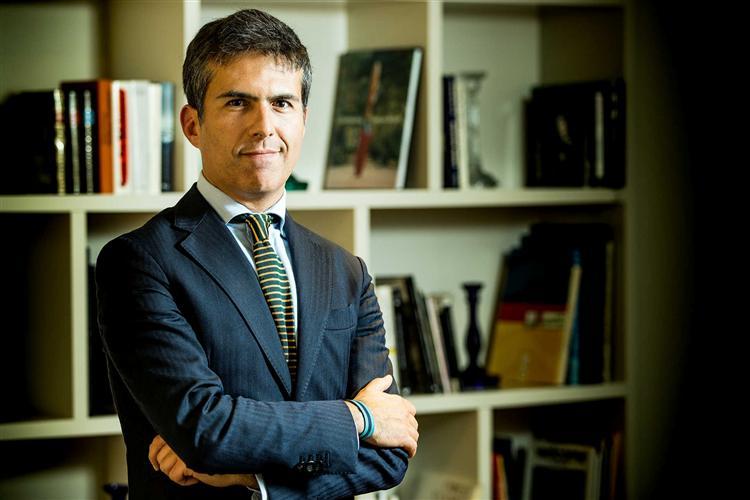 Adolfo Mesquita Nunes casamento entre pessoas do mesmo sexo adopção Portugal Política LGBT CDS PP Escrever Gay