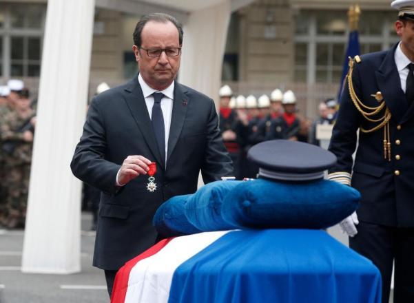 Xavier Jugelé frança terrorismo lgbti hollande.jpg
