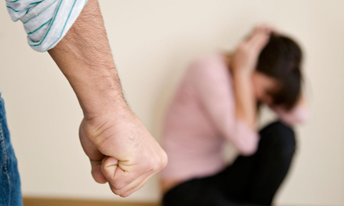 """Juiz Atenua Pena De Violência Doméstica: """"O adultério da mulher é um gravíssimo atentado à honra e dignidade do homem"""""""