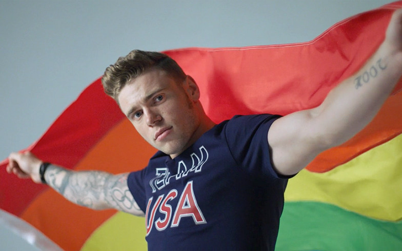 Gus-Kenworthy-Head-Shoulders lgbti gay visibilidade