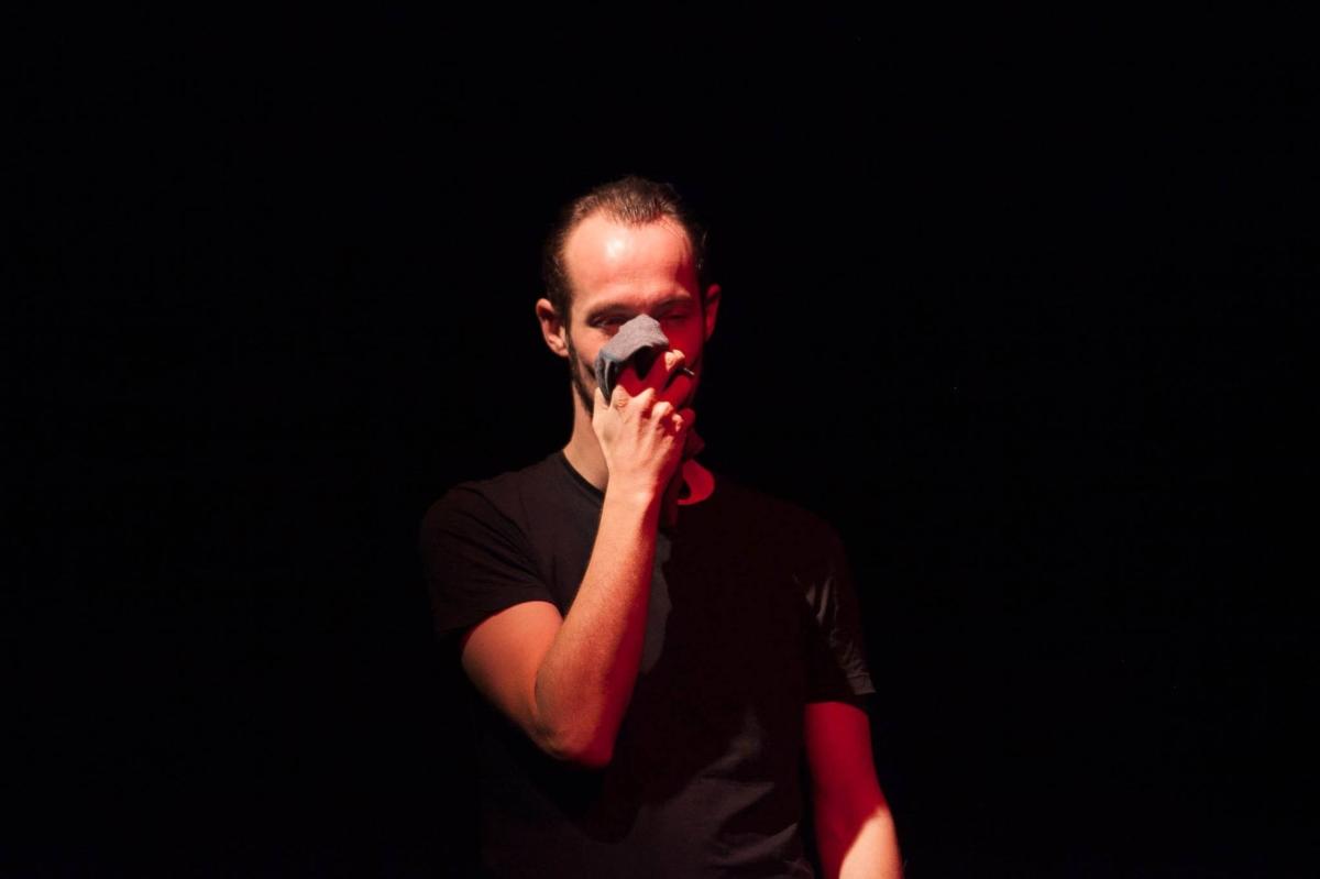 Teatro: Estreia De 'Naked Soldier' Em Portugal, O Que Está Atrás Da Máscara De Alwin?
