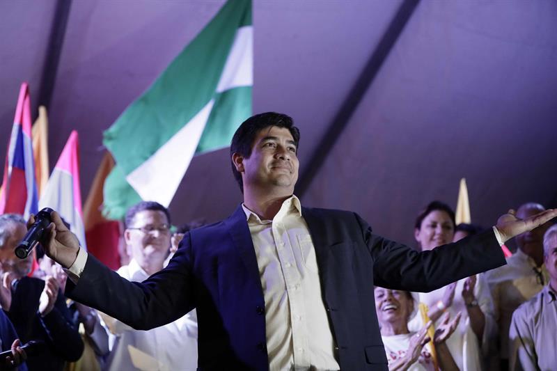 Carlos-Alvarado-presidente-costa rica LGBTI casamento direitos política