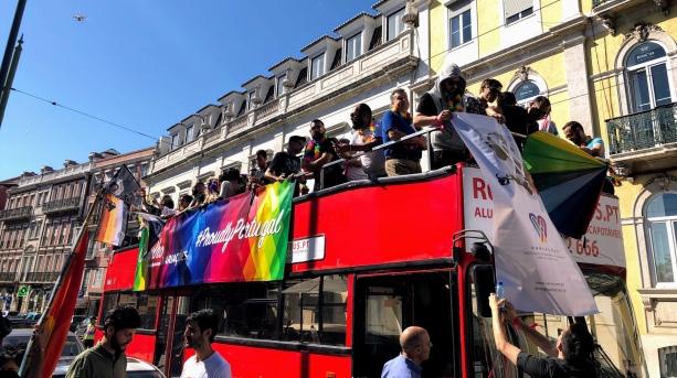 Autocarro da Associação Variações