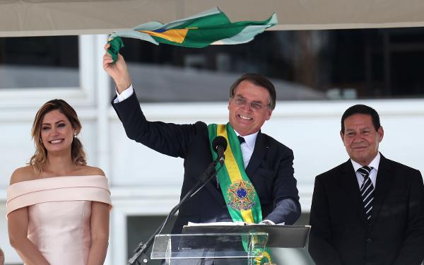 """Bolsonaro na tomada de posse diz querer combater a ideologia de género para """"conservar os nossos valores"""""""